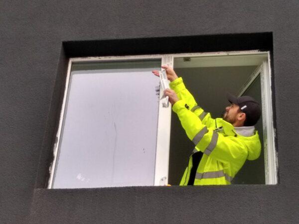 curatenie geamuri balcoane mamaia nord